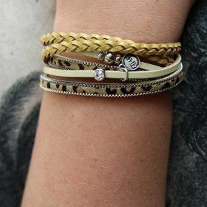 ZILLA-armband-leer-met-dierenprint-combi-okergeel-liggend
